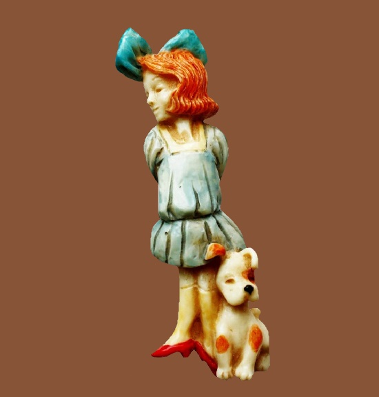 Dorothy and Toto brooch. Handpainted resin. 7.5 cm. 1980s