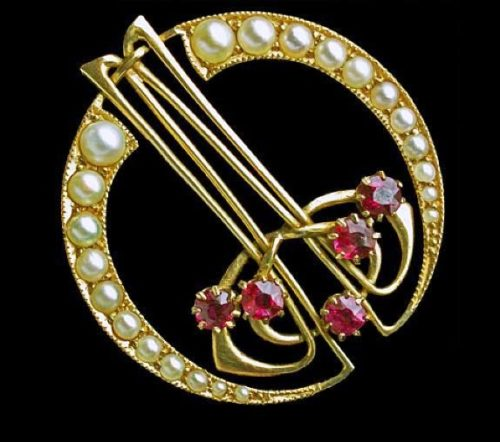 Faux pearls and rhinestones brooch. 1900