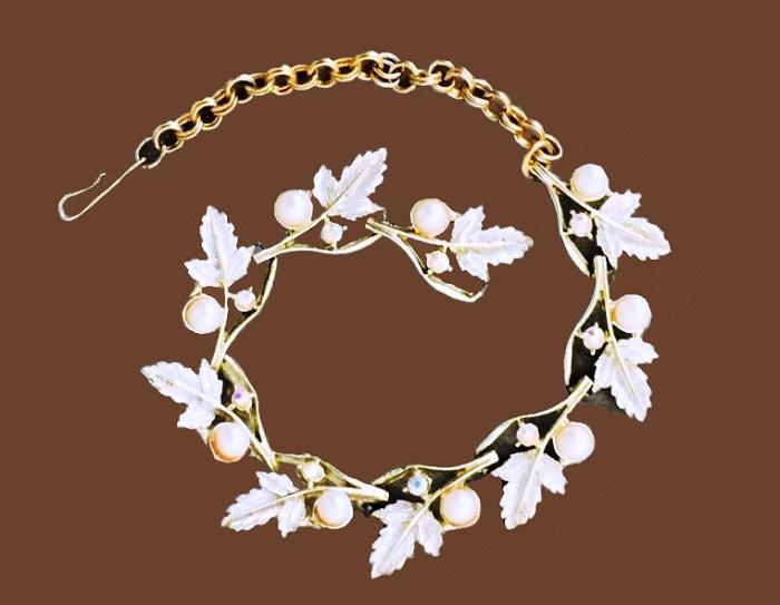 Gold tone, artificial pearls Leaf bracelet