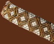 Gorgeous bracelet, goltone metal, rhinestones