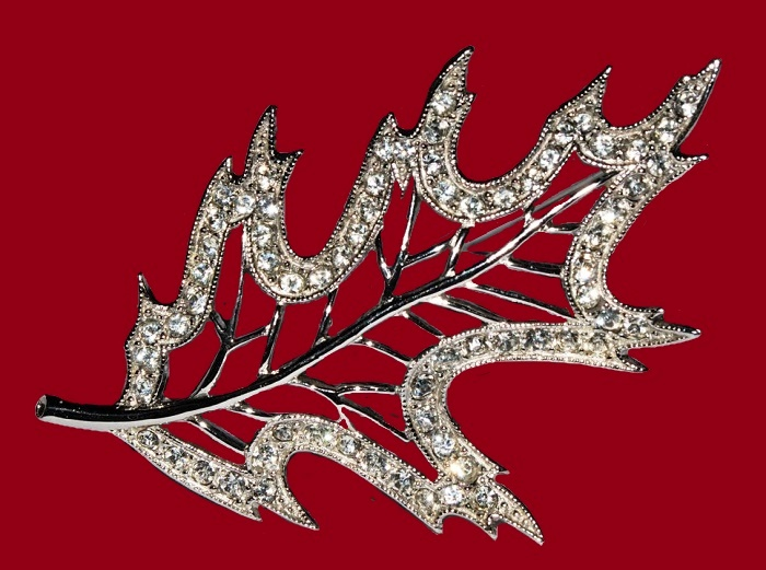 Gorgeous maple leaf brooch, jewellery alloy, rhinestones. 1940s