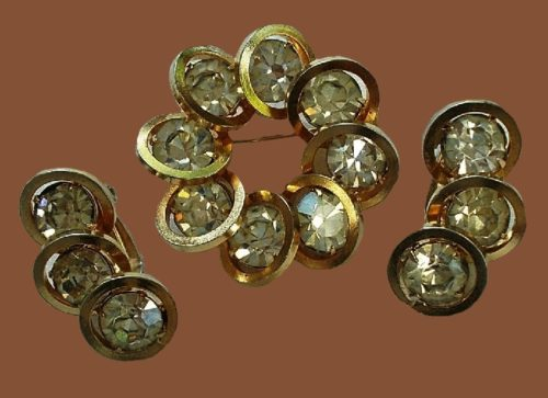 Gorgeous set of costume jewelry - brooch and earrings, gold tone metal, rhinestones
