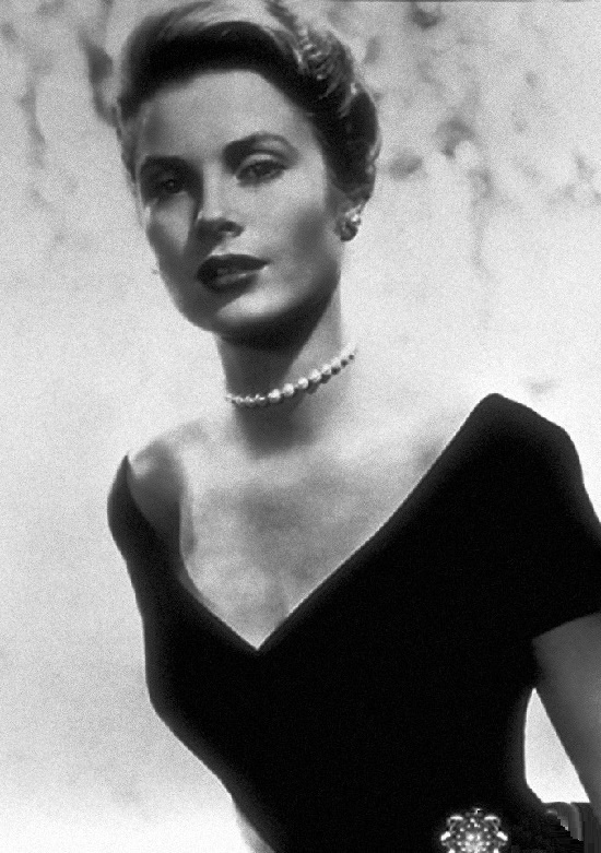 Grace adored jewelry, especially white pearls. Promo photo, To Catch a Thief. 1955