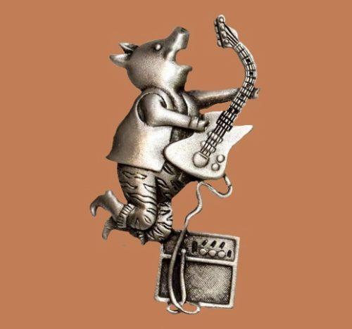 Guitarist pig by JJ