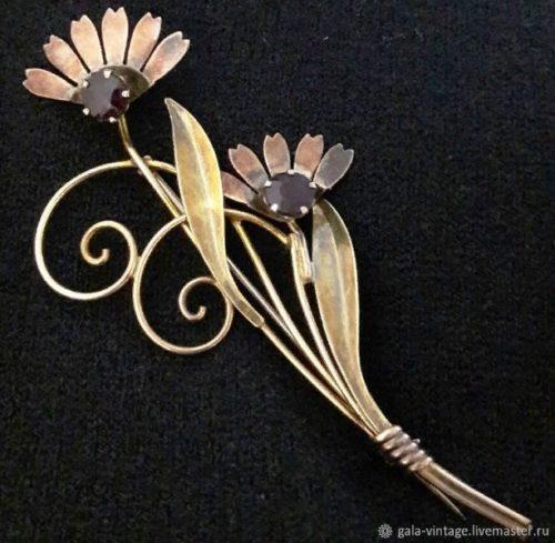 Large 12-carat gold and rhinestones flower brooch, 9 cm, 1950s