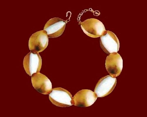 Necklace. Metal, gilding, lucite. The end of the 1990s. circumference 48 cm. £ 150-200 CRIS