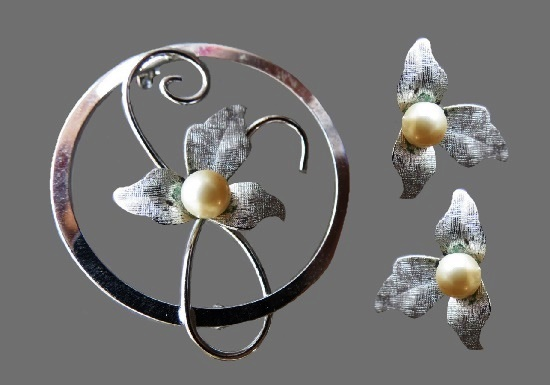 Orchid flower brooch and clip on earrings. Sterling silver, pearl. Brooch 3.5 cm, clips 1.5 cm. 1950s