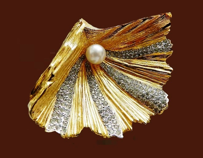 Pearl shell brooch. Jewelery, crystals, artificial pearl. 1960s