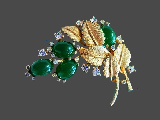 Emerald gooseberry brooch. Gold tone, art glass, rhinestones. 5 cm. 1960s
