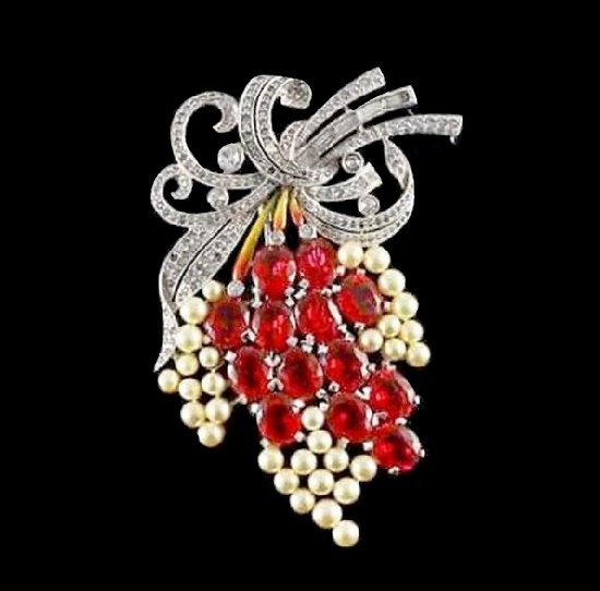 Floral spray brooch. Silver tone, faux pearls, art glass