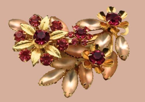 Pink Rhinestone Gold-Tone Flower Brooch. 1950s