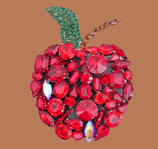 Red apple brooch from the collection 'Secret Garden'. Rock crystal of ruby color. The end of the 1990s. length 9.5 cm. £ 90-120 CRIS