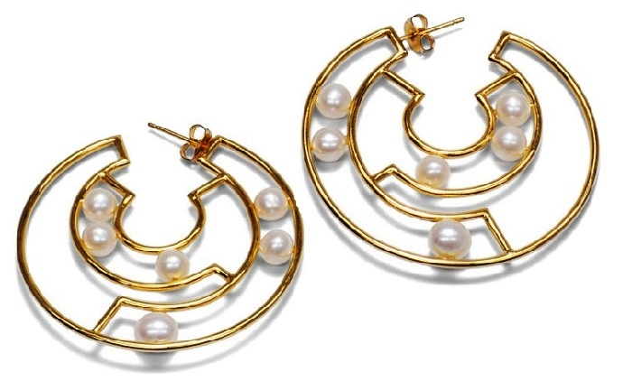 Pearl and gold earrings. 2015