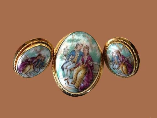 Romantic Vintage set of jewelry - brooch-pendant and clips