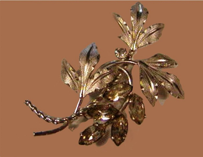 Silvery tone Marquis brooch, rhinestones