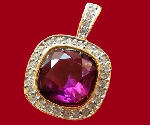 Vintage pendant, marked Richelieu, jewelery alloy, crystals, jewelery glass. Size 4.2 x 2.8 centimeters