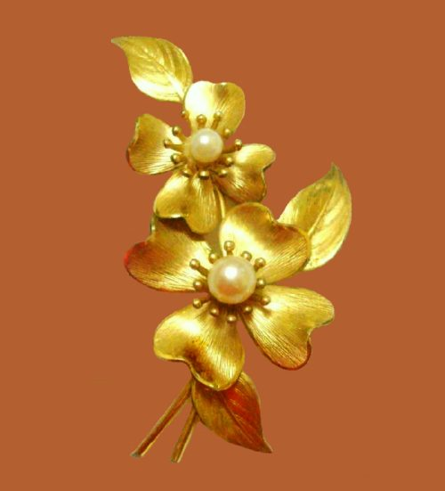 1970s pearl gold tone brooch, floral motif