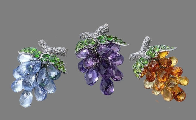 A bunch of grapes. Platinum, 18K Yellow gold, Sapphire, Demantoid garnet, Diamond