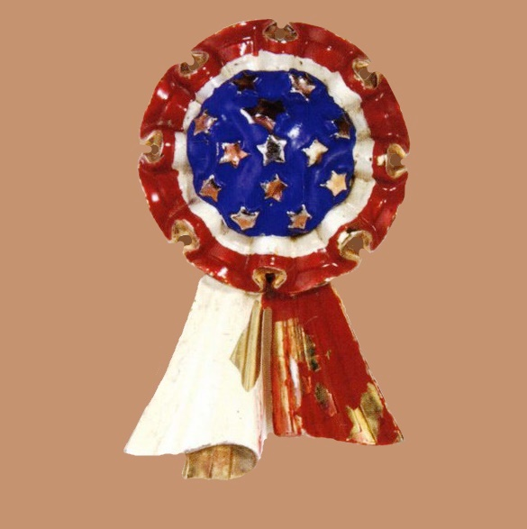 American Cockade, Manufacturer Silson Inc., New York. Designer Victor Silson. Gold-plated metal pin clip with red, white and blue enamel, with the colors and stars of the American flag. 6x4cm. 1940