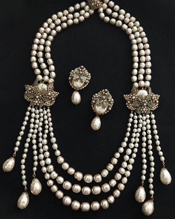 Baroque pearl necklace and earrings set. Vintage Demario