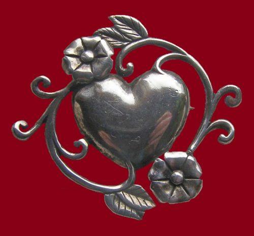 Beautiful vintage sterling silver heart flower pin-brooch