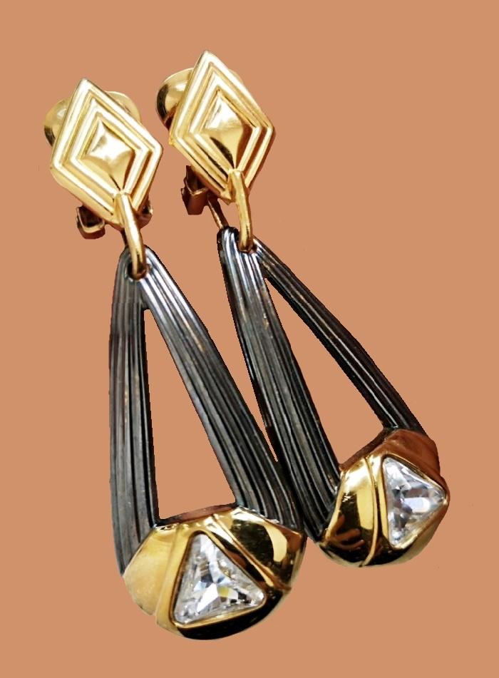 Black and gold tone metal, rhinestones earrings. 6 cm. Vintage 1980s