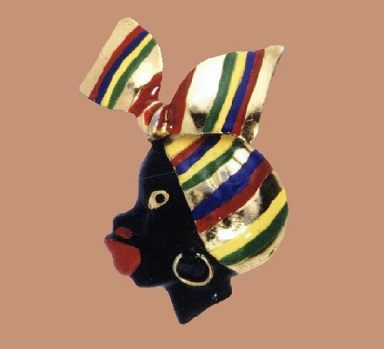 Black woman's head. 1941. Gold-plated metal pin clip with black, red, green, yellow and golden enamel, 7.5x4.5cm. Marked Silson Patented