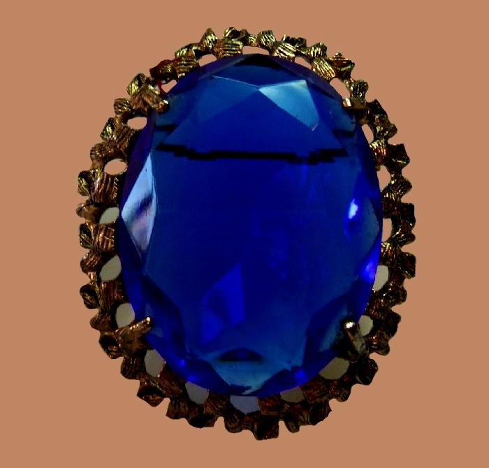 Blue oval brooch. Glass crystal, jewellery alloy of gold tone