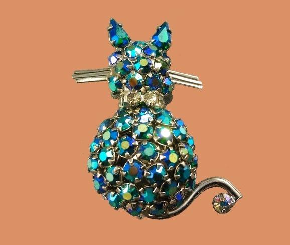 Cat brooch, rare collectible vintage piece. Crystals, jewellery alloy, aurora borealis