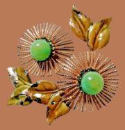 Charming flower brooch, gold tone metal, enamel