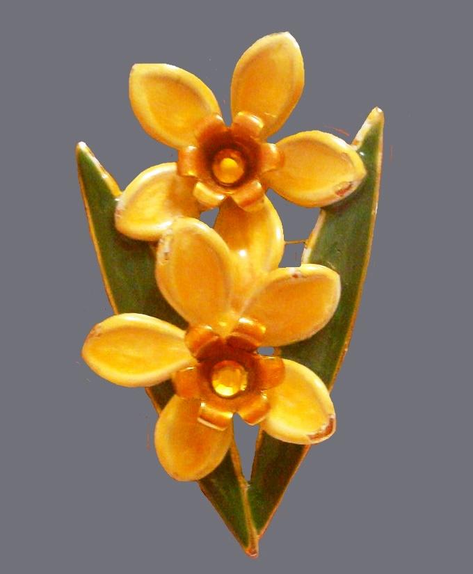Daffodils vintage brooch. Jewelry alloy, enamel. 5.8 cm