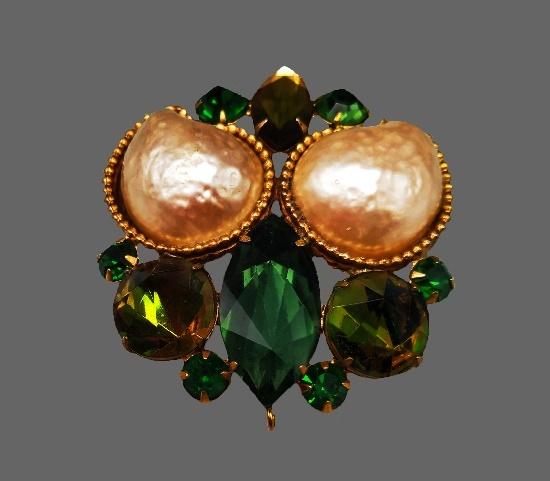 Green crystal gold tone brooch. 5.5 cm. 1950s