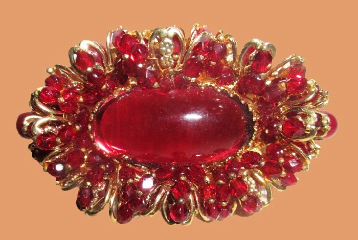 Dark red beads gold plated brooch