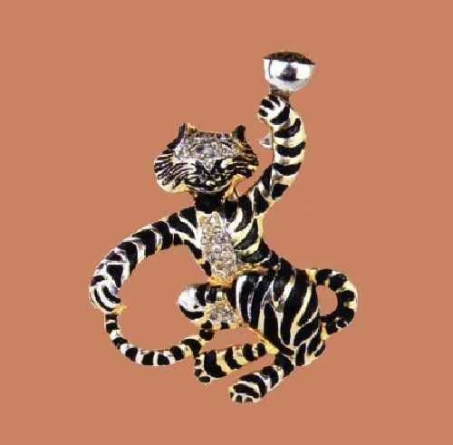 Drunk Tiger, 1940. Designer Samuel Rubin. Manufacturer Silson, Inc. Gold-plated metal pin clip, with black enamel and rhinestones. 7.5x6.5cm