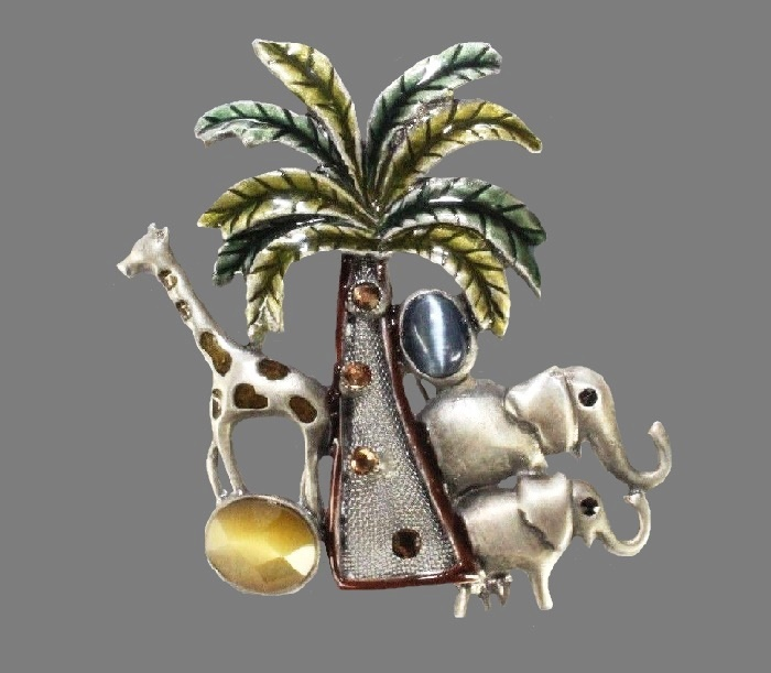 Fabulous Jungle brooch depicting a palm tree and wild animals - two elephants and graffe. Silver tone metal, enamel and rhinestones