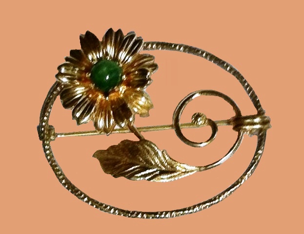 Floral brooch, 14 K gold plated, jade