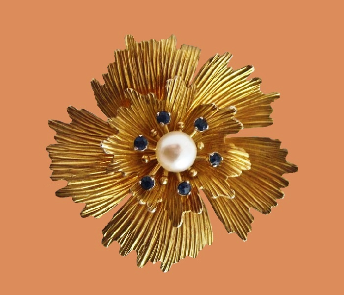 Flower brooch with pearl and rhinestones