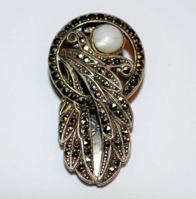 Fur clip. Sterling Silver, Marcasite, Pearl. Art Deco style