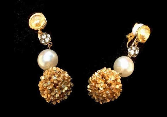 Gold tone faux pearls dangle earrings