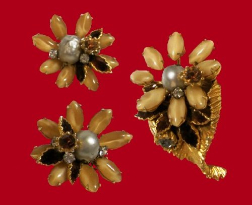 Gorgeous set - brooch and earrings. Amber Czech Lucite Faux Stones, Clear Crystal Rhinestones, Amber Rhinestone Cabochon Stones and Faux Pearls in gold tone filagree