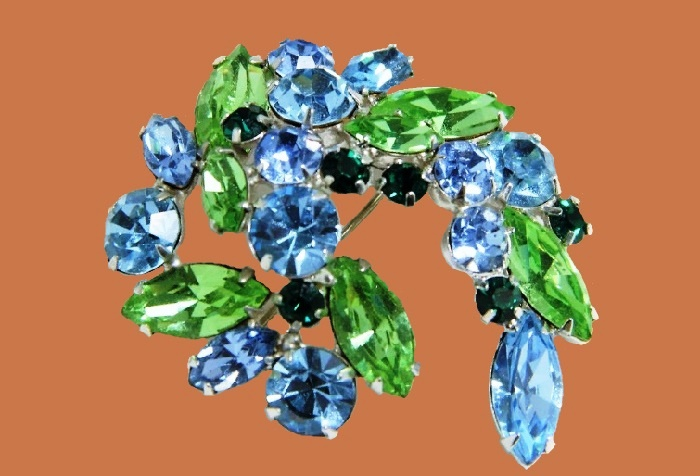 Green and aqua rhinestones brooch. Rhinestones of dark blue color, rhodium metal coating. 4.5 cm