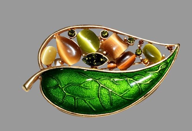 Green leaf brooch. Gold tone metal, enamel, rhinestones. 6.3 cm