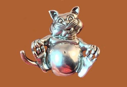 Happy fat cat brooch. Sterling silver, vintage