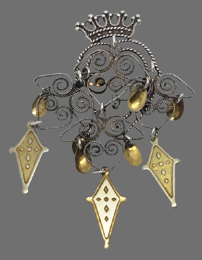 Heart with the crown Dangling solje brooch. Sterling silver, gilding
