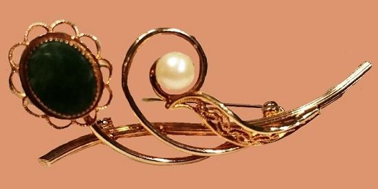 Jade flower brooch, gold plated