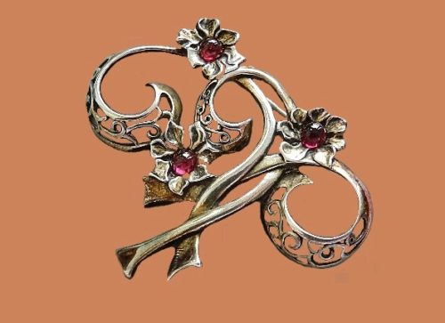 Jezlaine vintage brooch