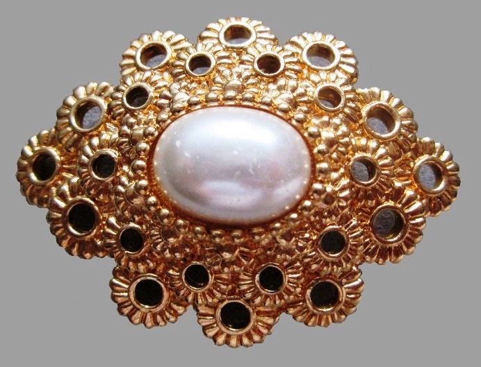 Lace brooch, inset of large artificial pearl