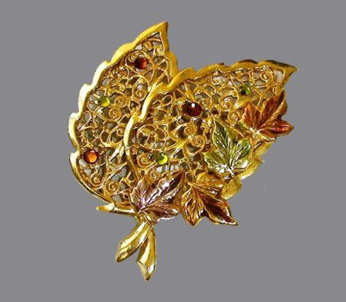 Lace leaves brooch. Gold tone metal, rhonestones