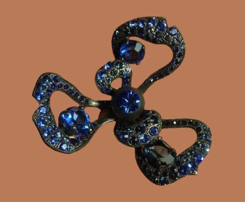 Large 16.5 cm ring, sapphire rhinestones