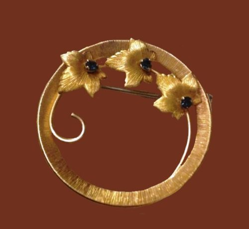 Maple leaves in a circle brooch. Gilding 14 carat jewelry alloy